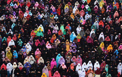 Muslims mark end of fasting month with Eid festival