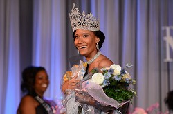 Rochelle Minors wearing her crown proudly. <em>*Photo by Kageaki Smith<br /></em>